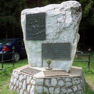 10. IV. Béla-emlékmű